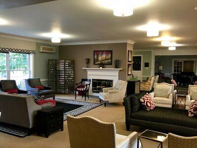 Alpha Chapter Formal Living Room Photograph, October 2018